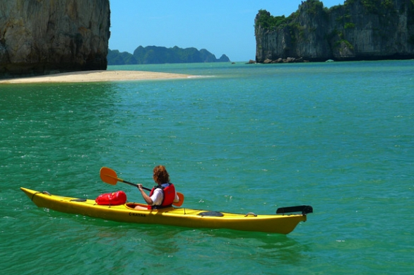 kayking in halong bay.jpg