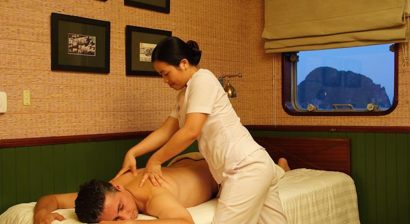 Halong emeraude cruise - massage.jpg