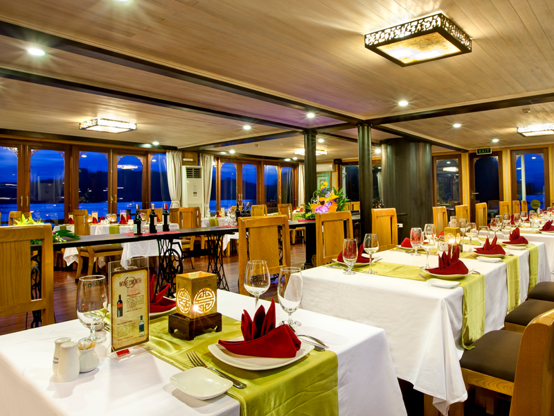 halong pelican cruise - dinning room.jpg