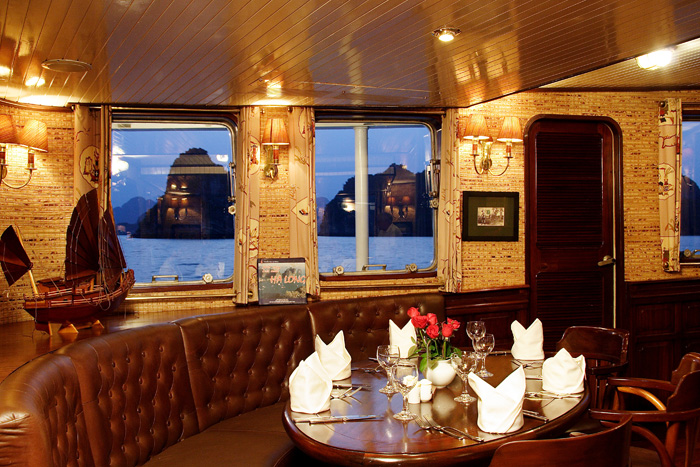 Halong emeraude cruise - dinning room.jpg