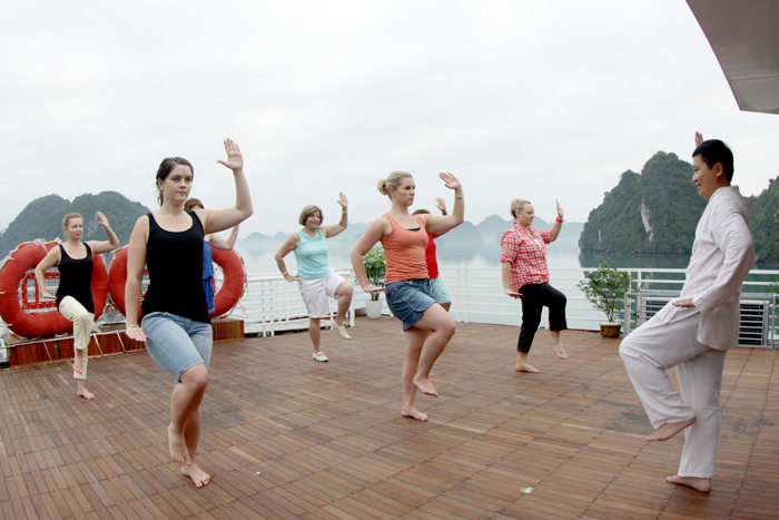 halong huong hai sealife cruise - Tai chi in the morning