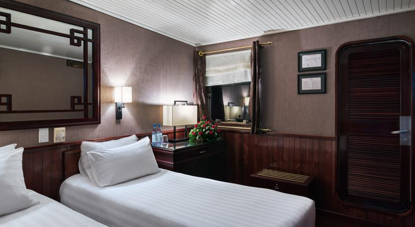 Halong emeraude cruise - room on boat.jpg