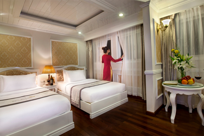 Halong Signature cruise bed room