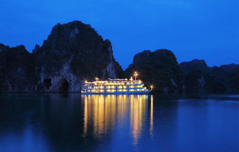 halong auco cruise-view.jpg
