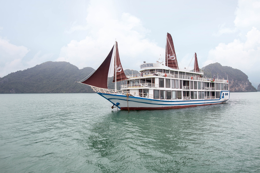 La Pinta Cruise Lan Ha Bay