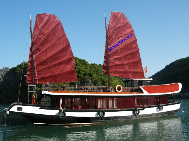 Cat Ba Private Cruise