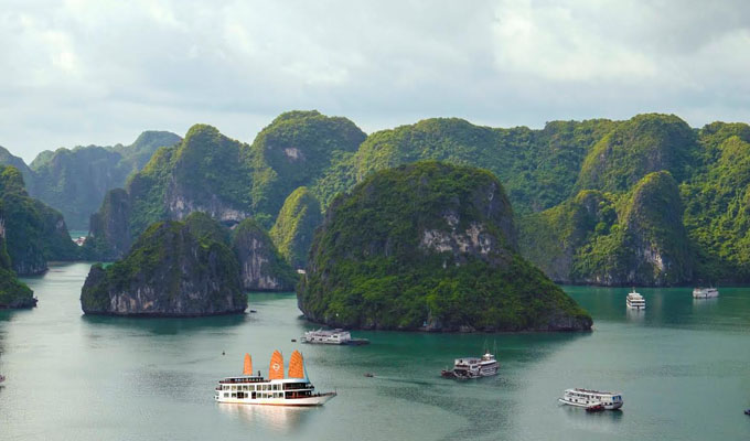 Set sail in style with all-inclusive luxury cruising in Bai Tu Long Bay