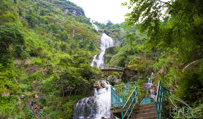Bac Waterfall – an exotic destination in Sa Pa