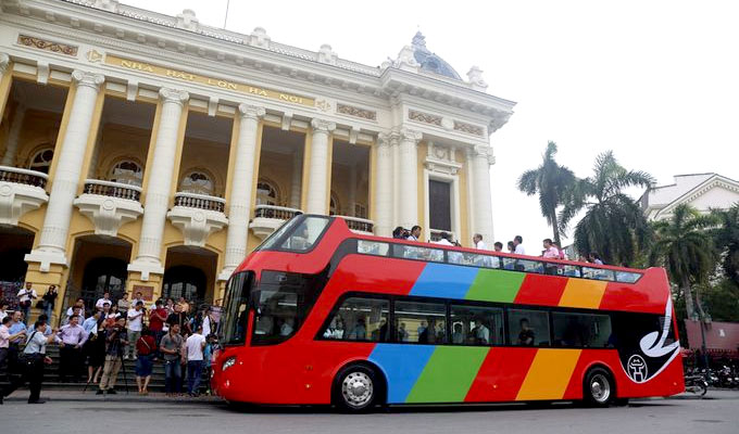 Ha Noi trials double-decker sightseeing bus