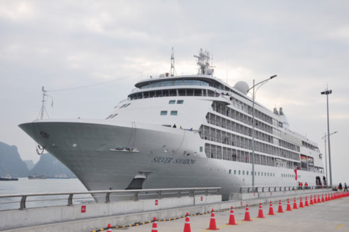 Quang Ninh province greets first 6-star cruise ship in Year of the Pig