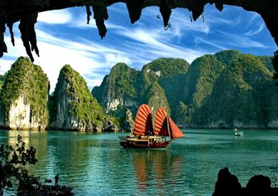COVID-19: Quang Ninh suspends tours of bays, relic sites