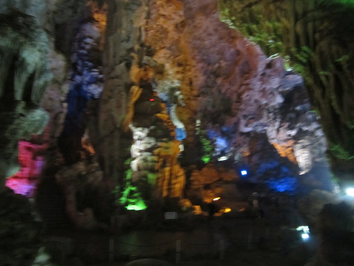 Halong Thien Cung Cave