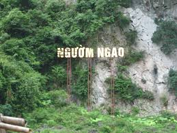 Nguom Ngao Cave with masterpiece in stone