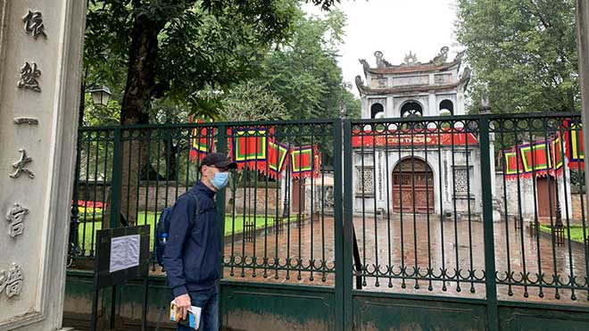 Hanoi close tourist sites to prevent further spread of COVID-19