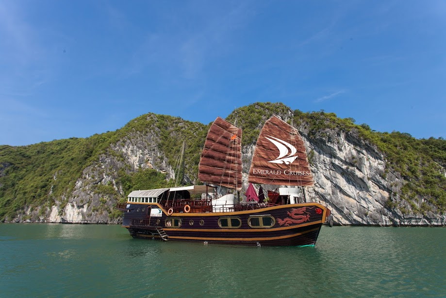 Visit Lan Ha bay with Cat Ba Emerald Cruise in 2 Days