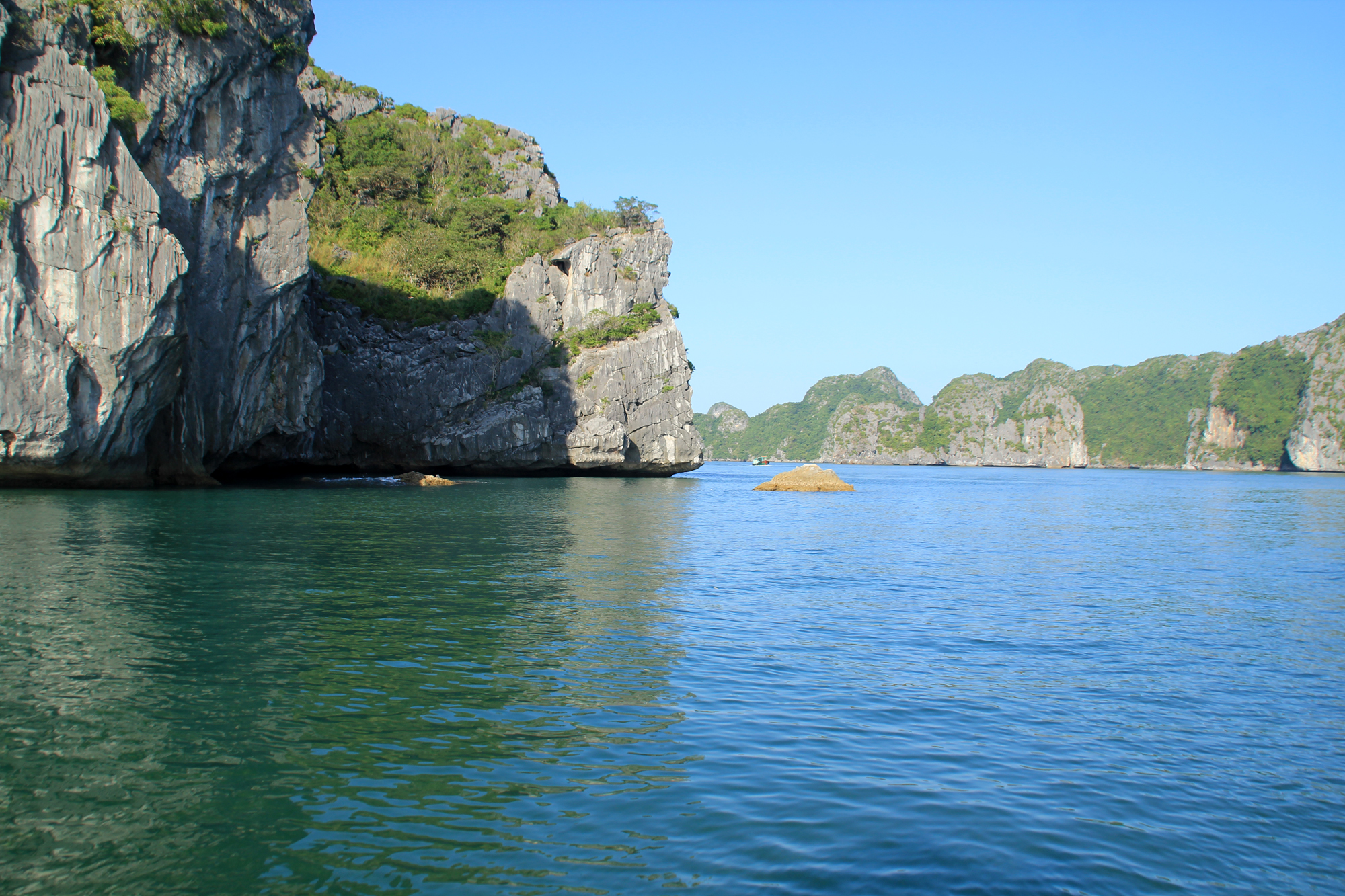 Halong Bay & Lan Ha bay Full Day Cruising Trip: Kayaking & Swimming