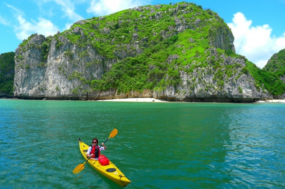 Cat Ba monkey island bungalow and Sleeping boat 3 days package
