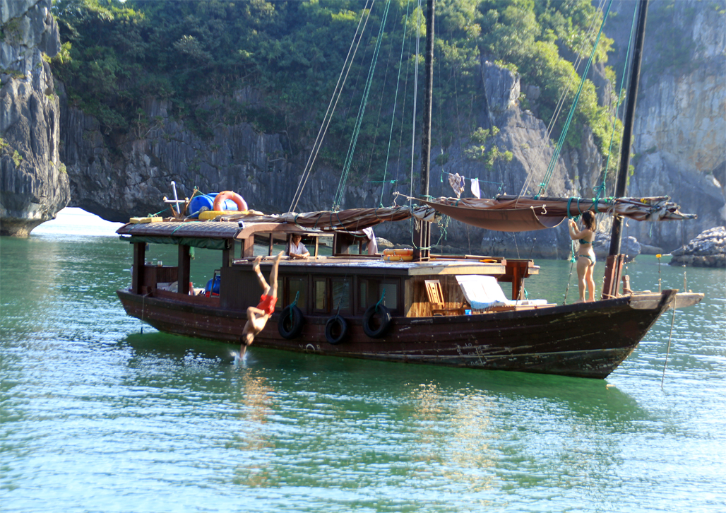 Cat Ba Overnight Cruise 2 days