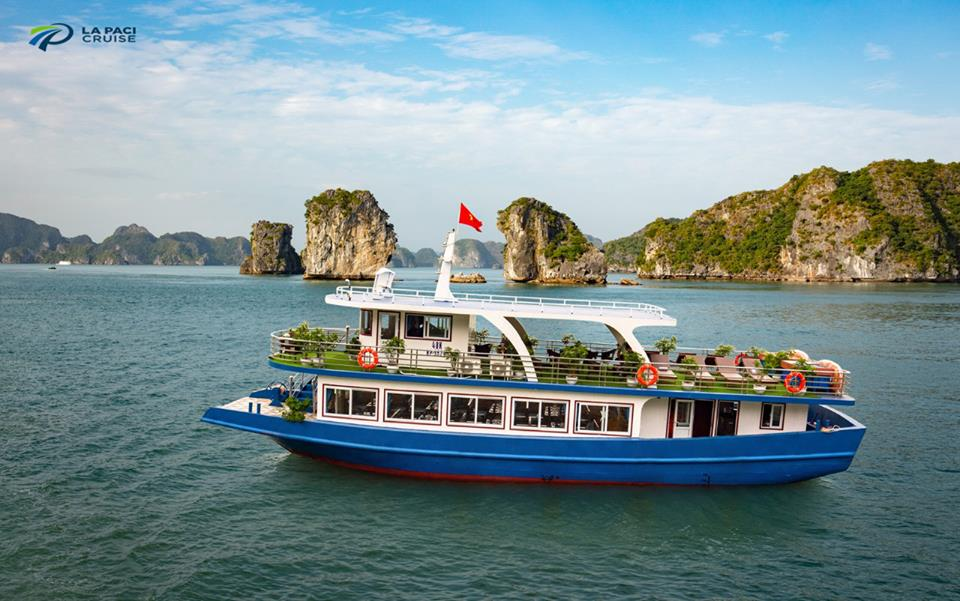 Halong Bay & Lan Ha bay Day Tour with Kayaking & Swimming